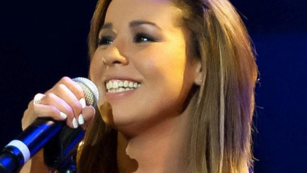 La chanteuse Chimène rétablie