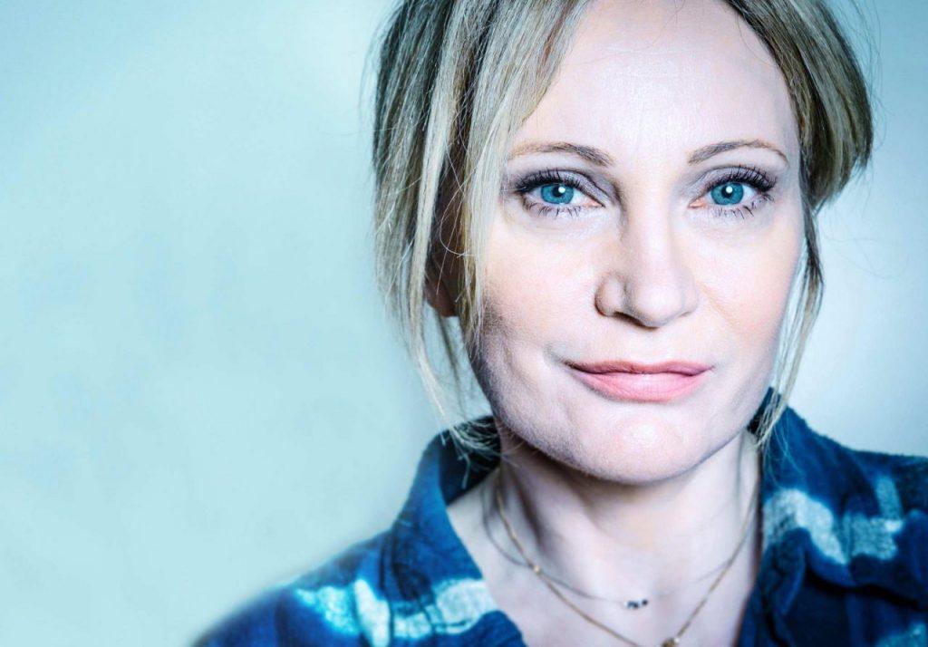 La chanteuse fait un hommage à Edith Piaf