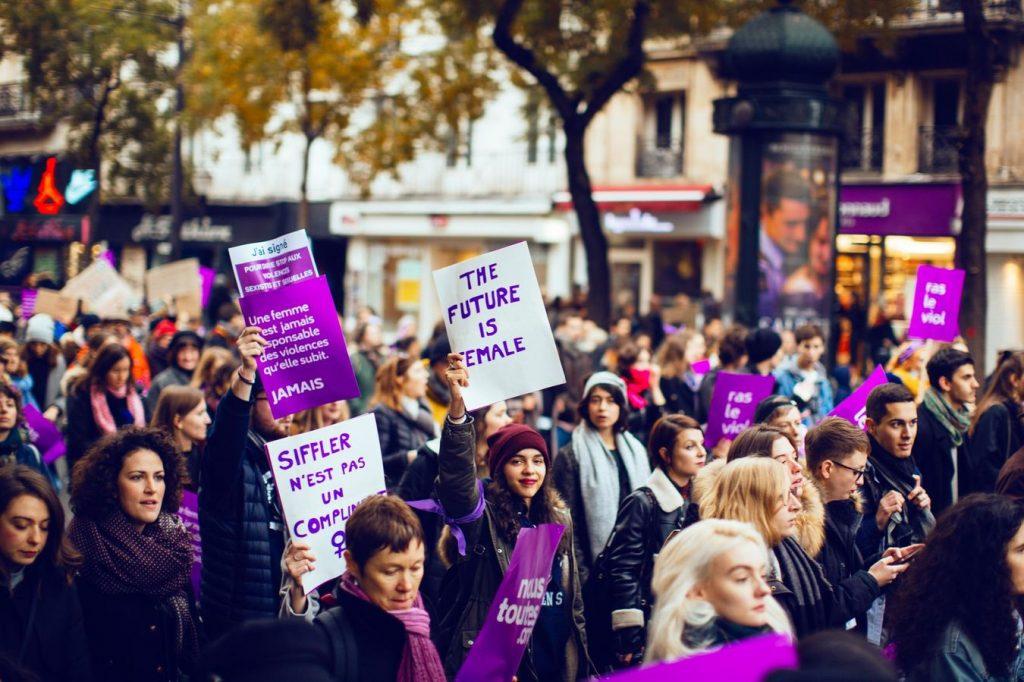 Les féministes se mobilisent