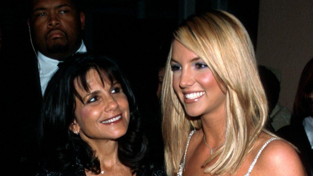 Avec sa mère