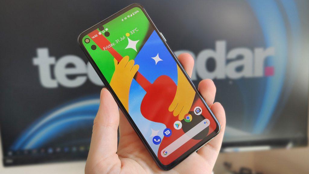 Le smartphone semble présenter un écran perforé moderne