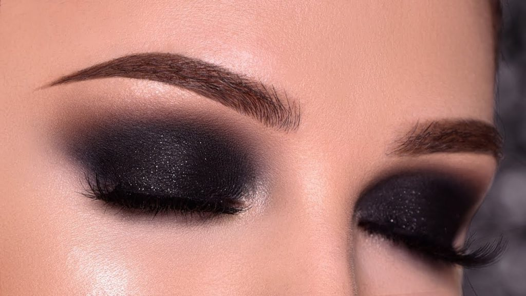 Etape 3 : maquillage charbonneux