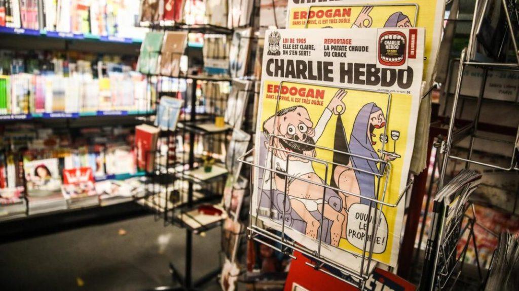 Nabilla : Furieuse contre la 'Une' de Charlie Hebdo, elle réagit!