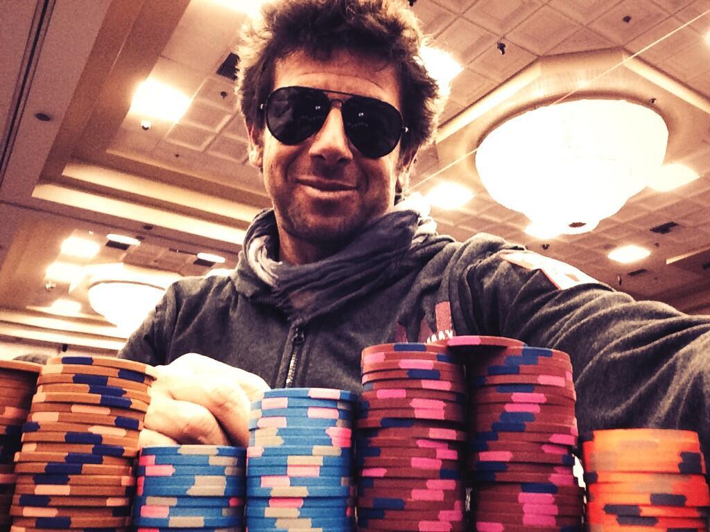 Patrick Bruel Au Poker Face Une Photo Qui Devient Un Buzz Sur Twitter