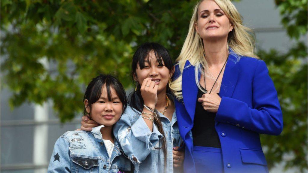 La veuve de Johnny et ses filles