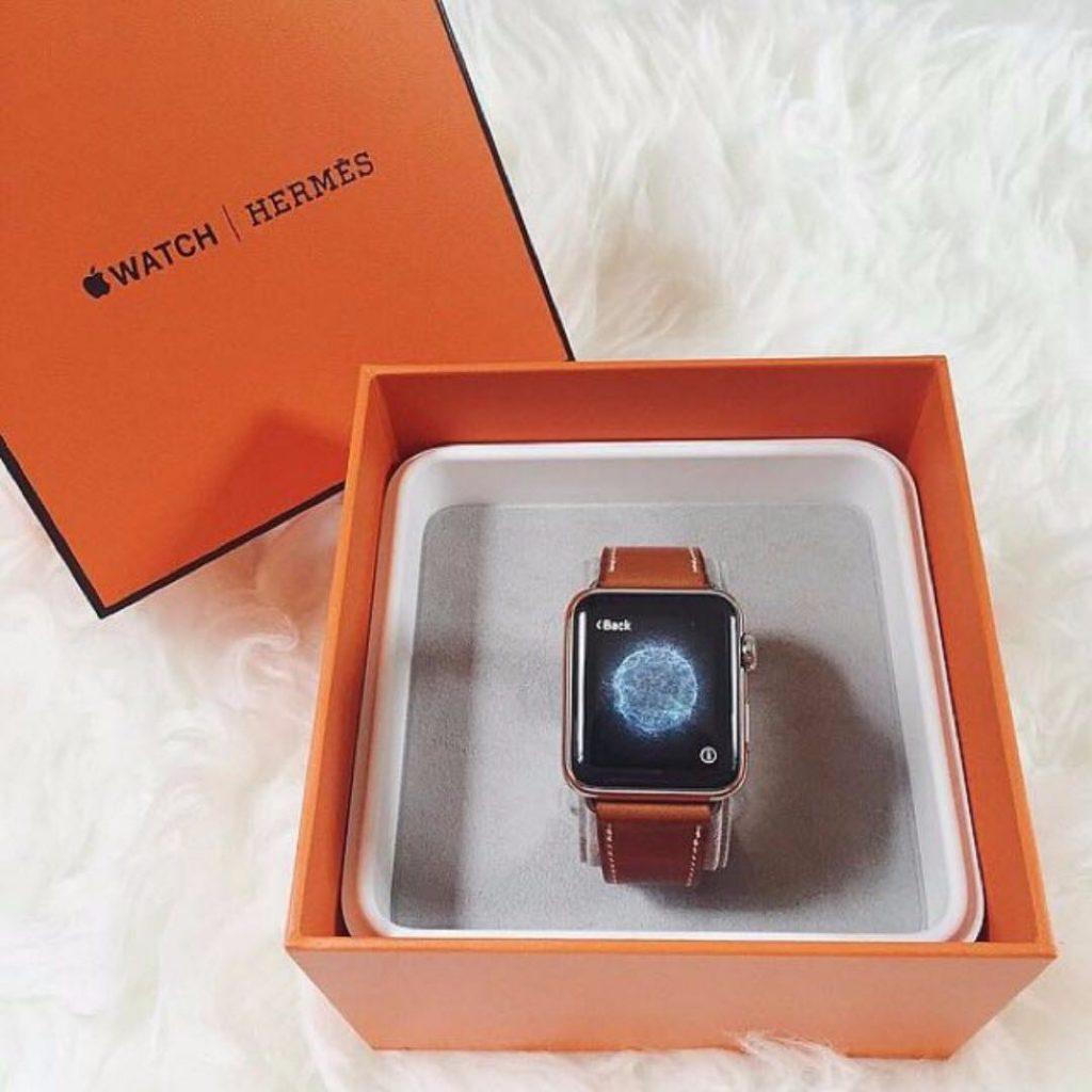Hermès, nouveau bracelet  Attelage pour Apple Watch Series 6