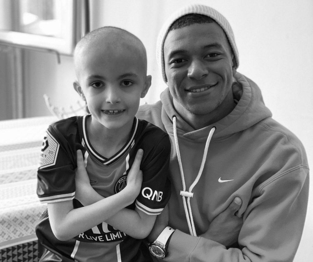 """Kylian Mbappé en deuil : Son """"héros"""", Lucas, emporté par la maladie"""