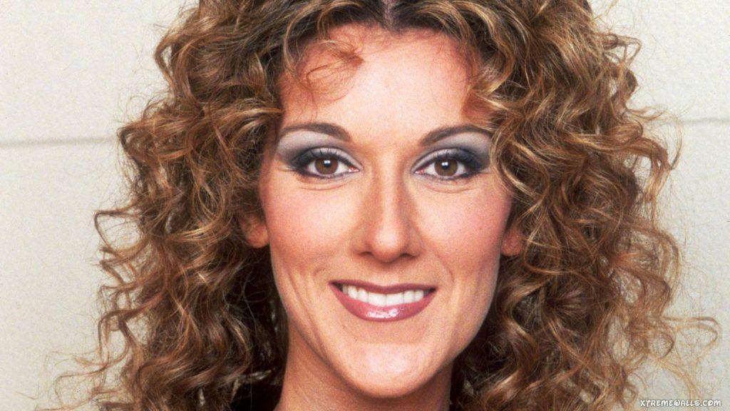 Des cheveux bouclés naturellement à la Céline Dion