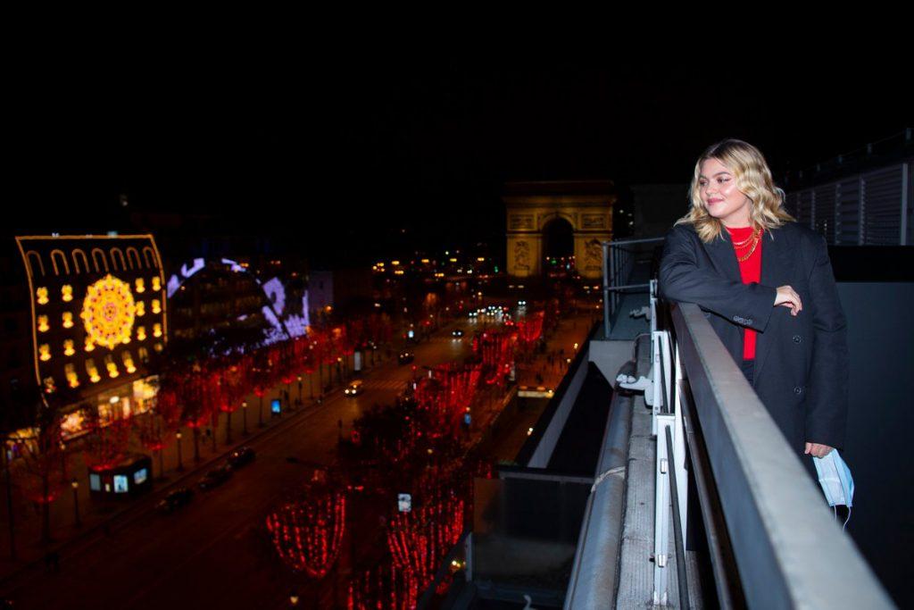 Louane est marraine des illuminations des Champs-Élysées!