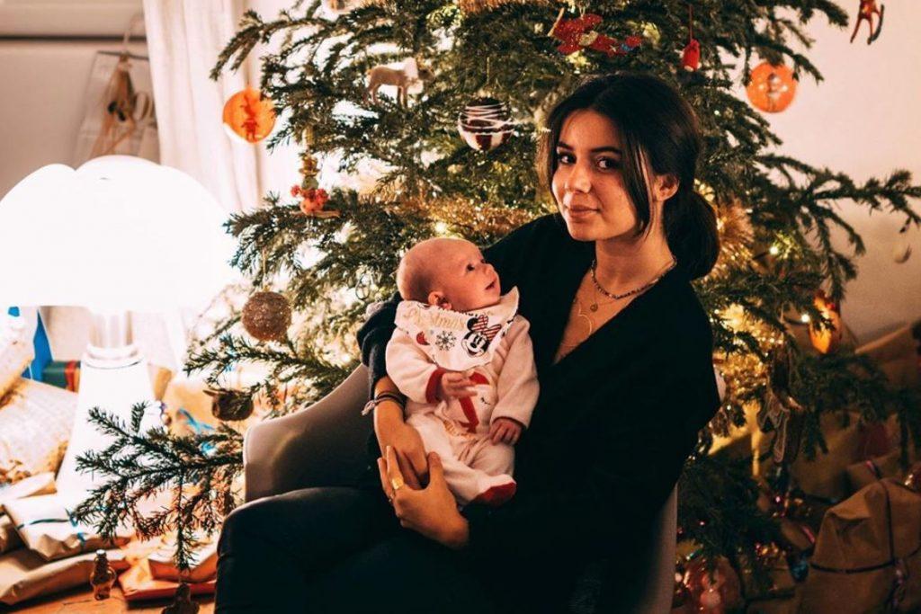 La maison d'Alizée vient d'être entièrement décorée pour Noël