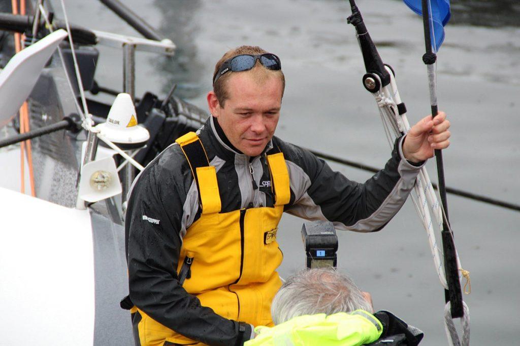 Kevin Escoffier - Vendée Globe - sur un minuscule radeau de détresse