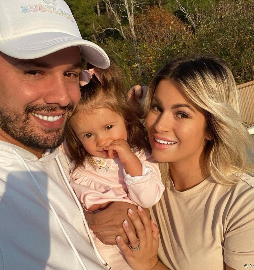 Carla Moreau: des rumeurs circulent sur sa deuxième grossesse