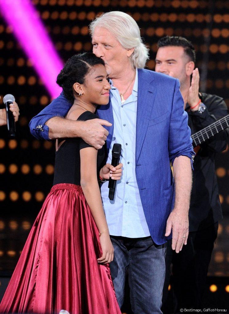 Patrick Sébastien est en larmes devant la surprise touchante de sa fille.