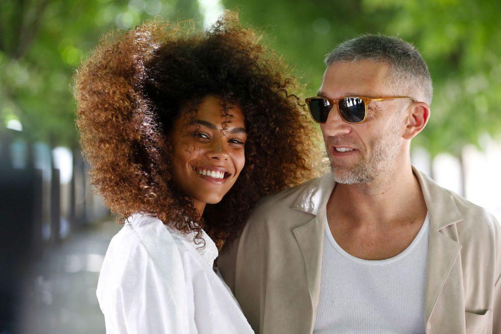 Tina Kunakey et Vincent Cassel heureux dans leur idylle au Brésil