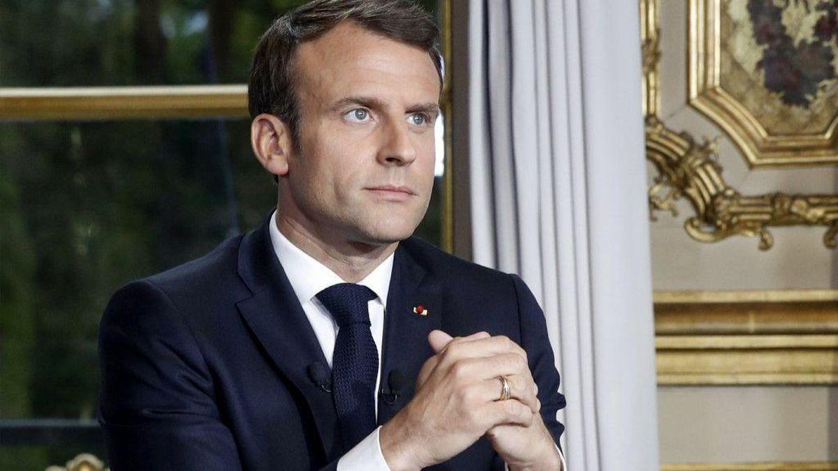 Emmanuel Macron en colère à propos des vaccins : les internautes se moquent !