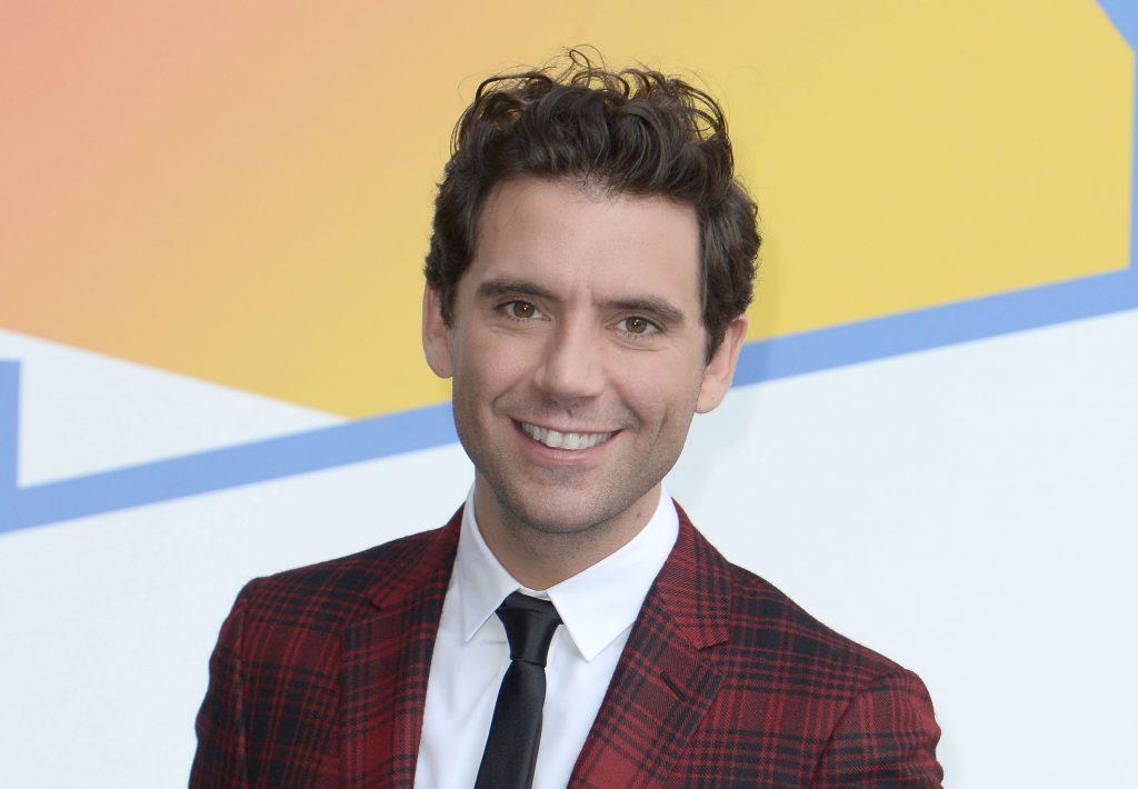 Mika, le célèbre chanteur à succès, dévoile son frère fortuné