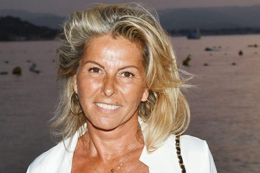 Caroline Margeridon : La visite surprise d'un célèbre chanteur dans sa boutique !