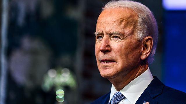 Joe Biden. Il chute à trois reprises en embarquant à bord d'Air Force One