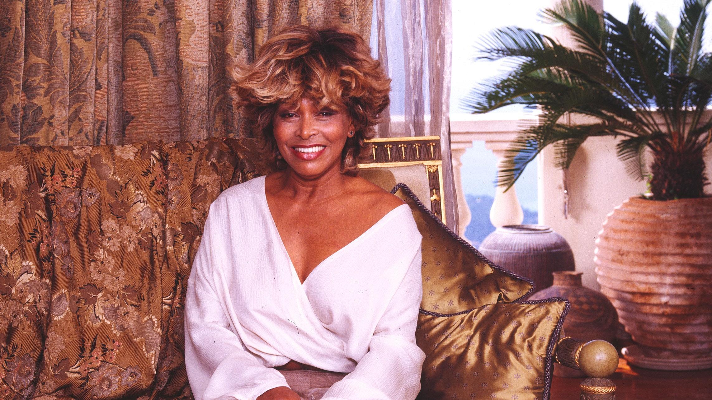 Tina Turner fait ses adieux et se confie sur Ike, son ex-mari violent