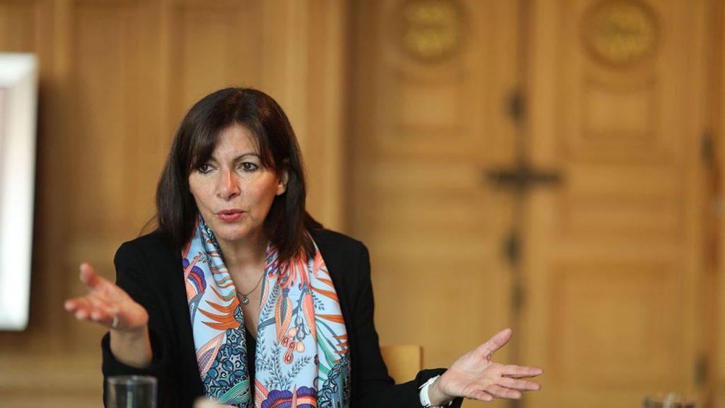 Anne Hidalgo s'en prend à Emmanuel Macron