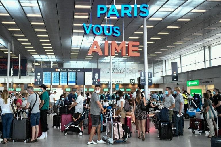De nouvelles mesures strictes dans les aéroports