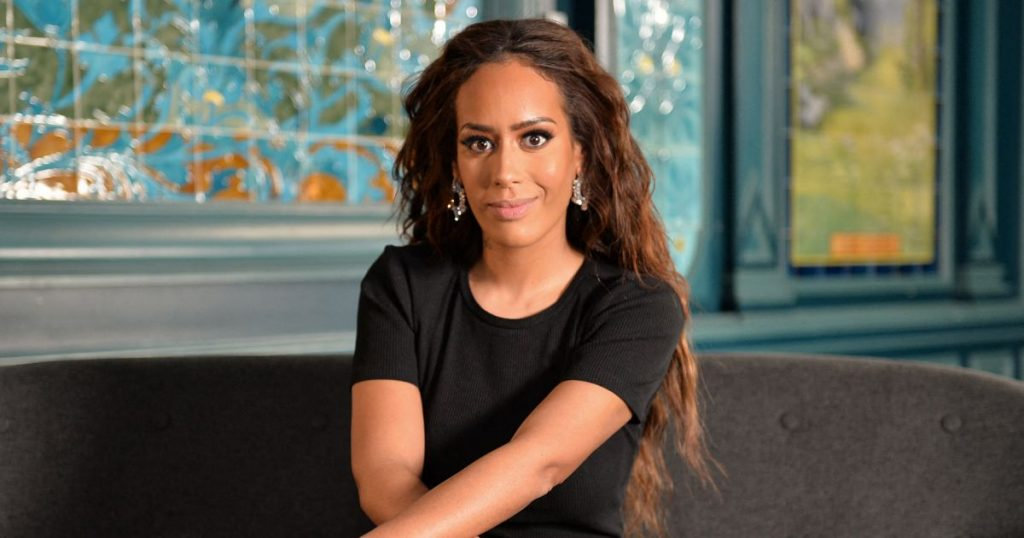 Amel Bent invitée sur le plateau de 'On refait la télé' !