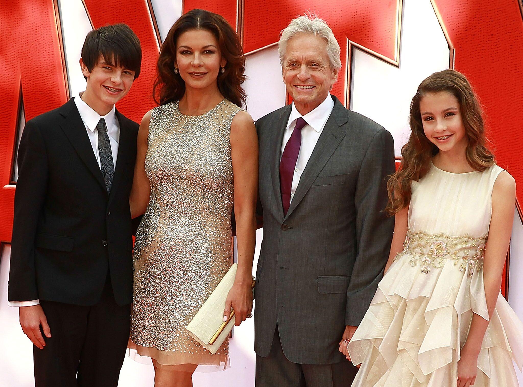 Catherine Zeta-Jones. Ses enfants tracent vers le milieu du cinéma ?