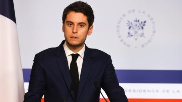 """Gabriel Attal : """"Il y a une menace liée au variant Delta"""" en France"""