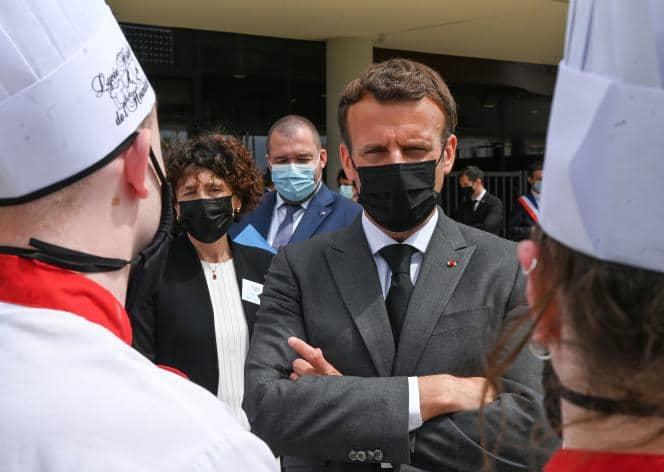 """Emmanuel Macron giflé : L'agresseur déclare avoir agi """"sans réfléchir"""""""
