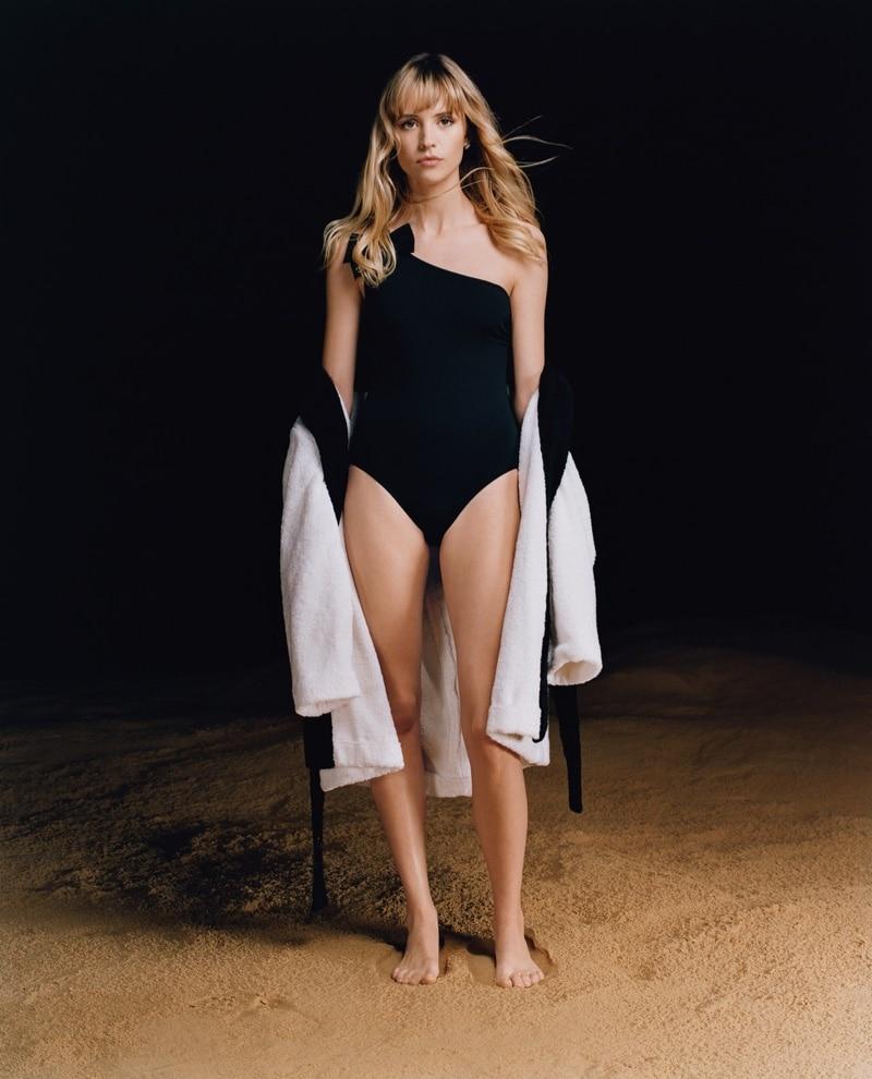 Angèle pose pour la campagne COCO BEACH de Chanel !