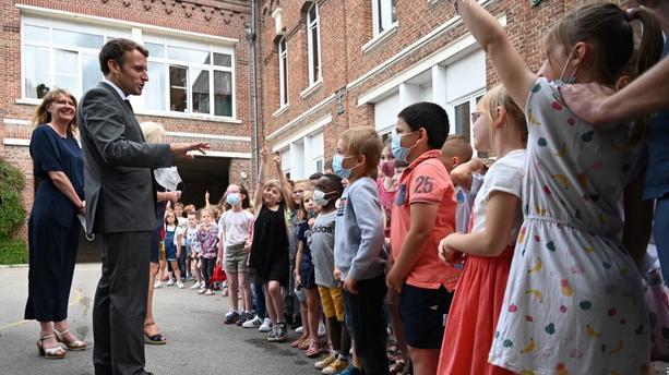 Emmanuel Macron* Interpellé par un enfant :