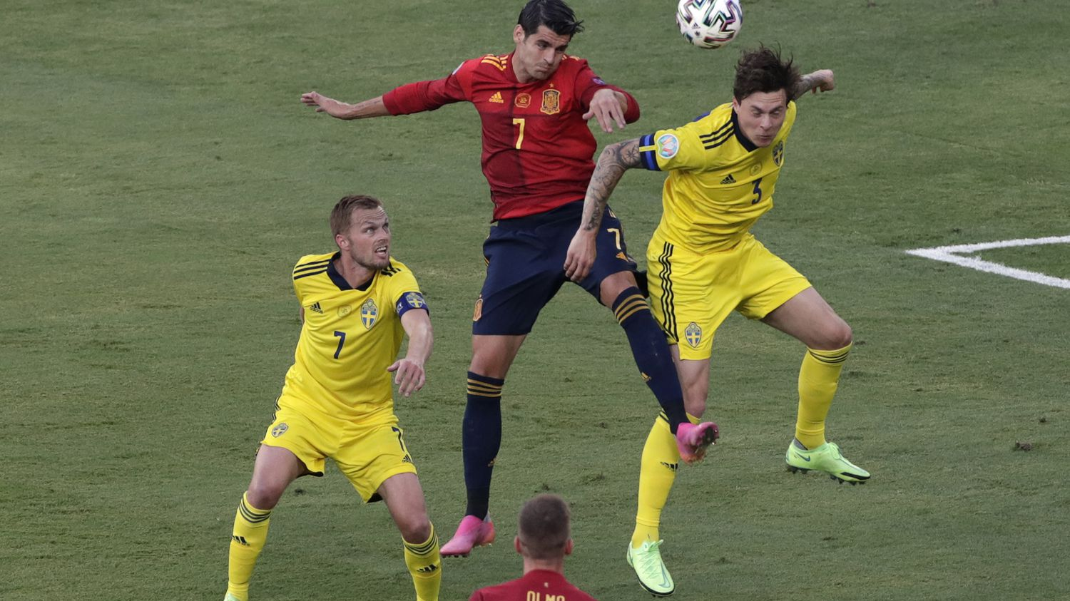Spain dominates but does not win (0-0)
