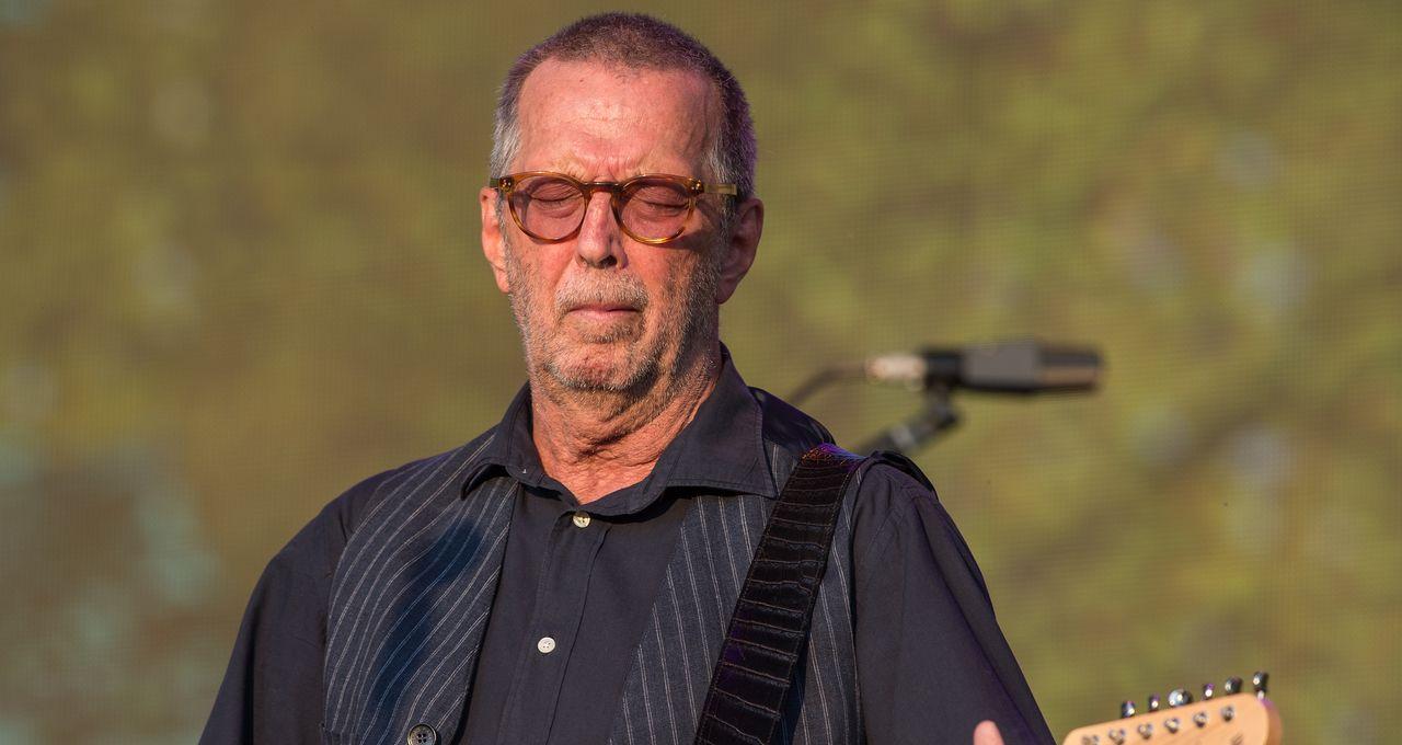 Eric Clapton. Il refuse de jouer dans des salles où le vaccin est obligatoire