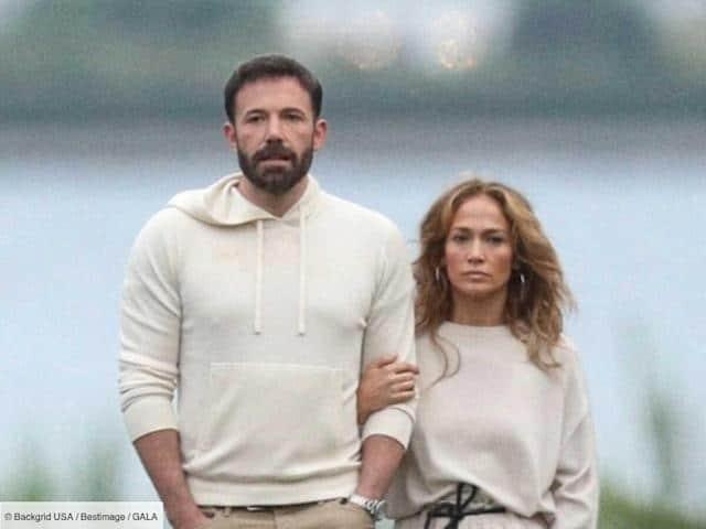 Il y a des semaines que Jennifer Lopez s'affiche avec son ex Ben Affleck sans rien officialiser. À l'occasion de ses 52ans, elle officialise
