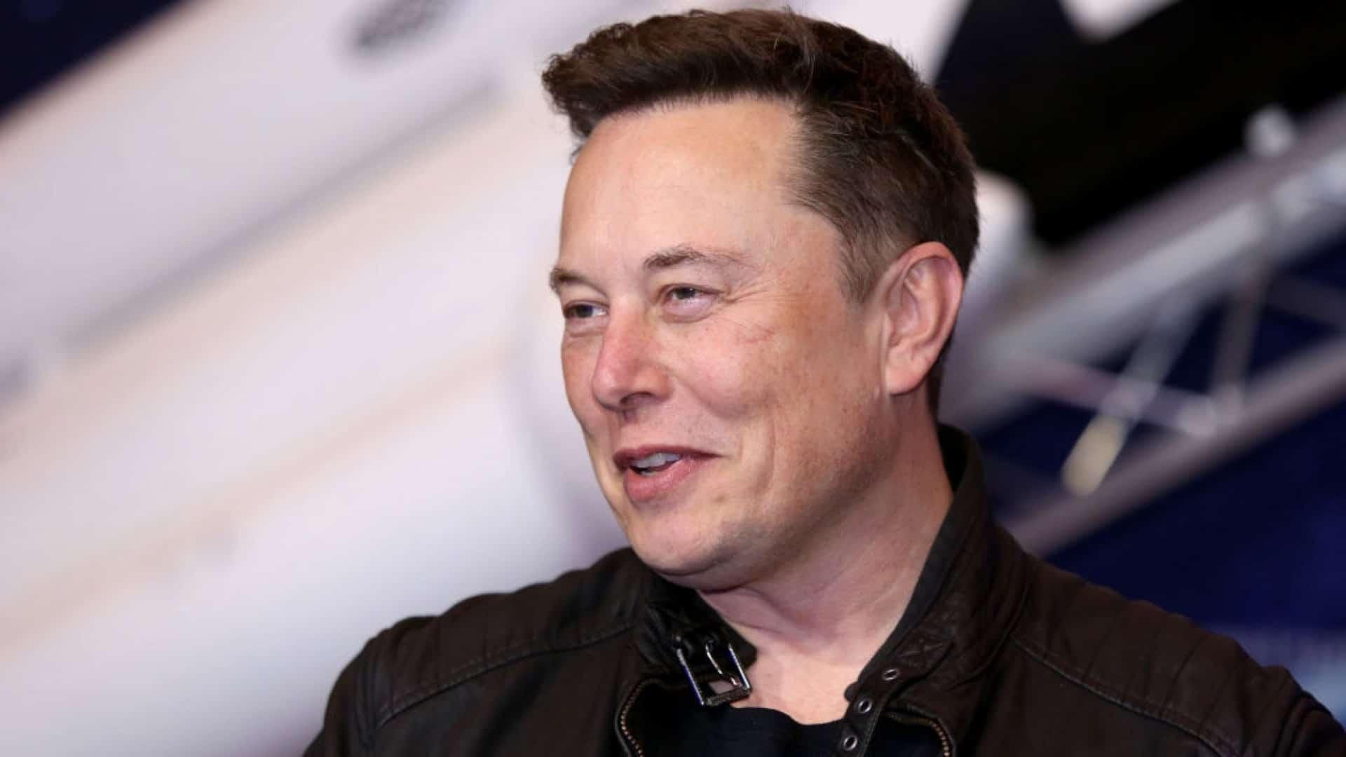 Elon Musk s'attaque à Apple à propos de ses batteries !