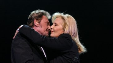 "Sylvie Vartan : ""J'aurais aimé avoir un 2ème enfant avec Johnny Hallyday"""