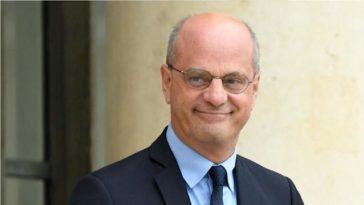 Jean-Michel Blanquer moqué pour son nouveau look, il répond cash !