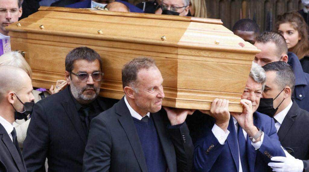Stéphane Tapie, parmi les porteurs du cercueil de Bernard Tapie